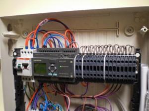 Cablaggio quadro con sistema PLC Siemens.