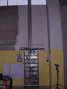 Installazione rack quadro comandi industriale.